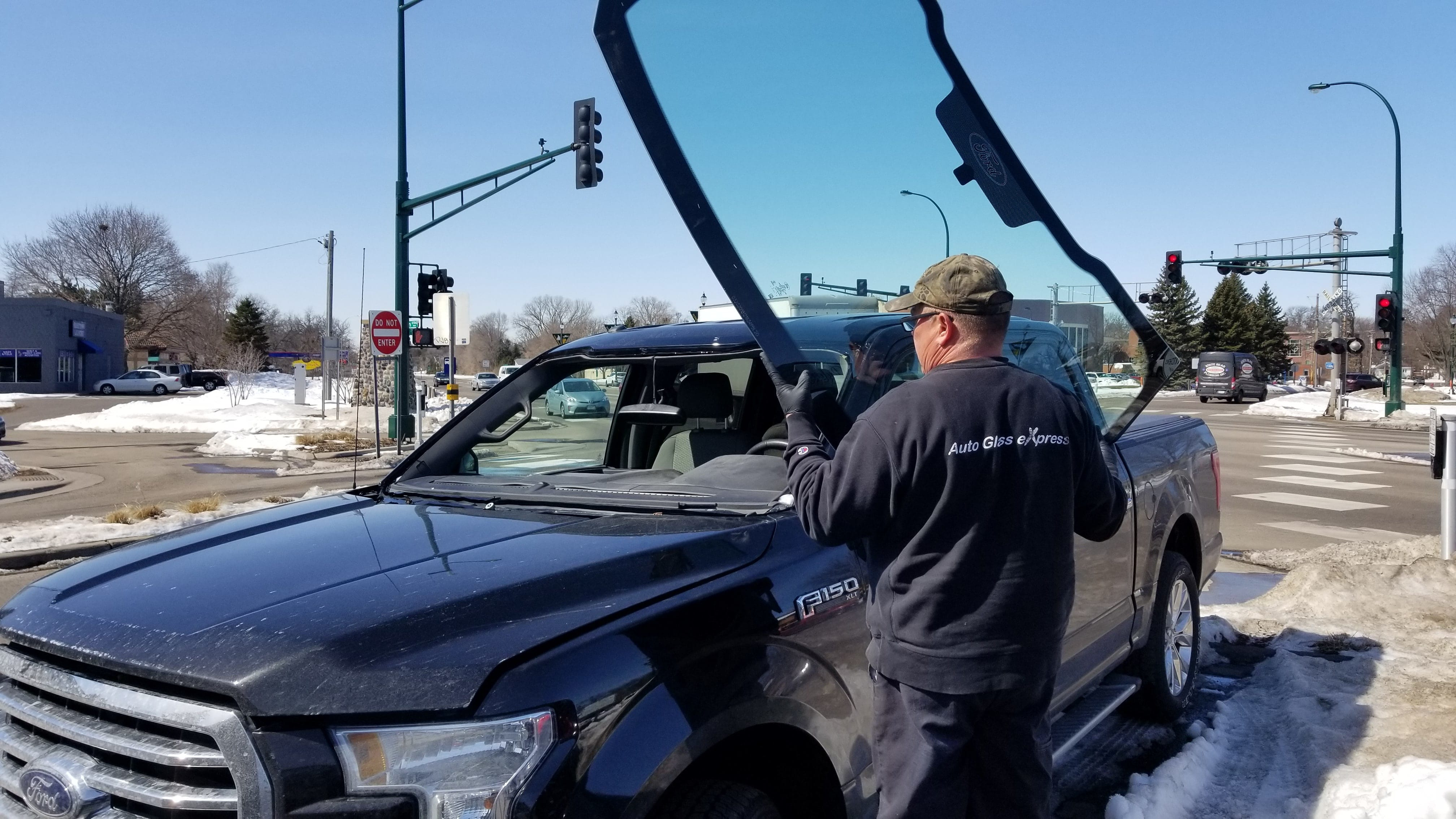How is Auto Glass Made-Man installing a windshield